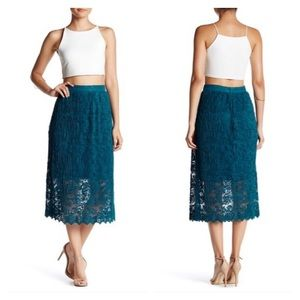 NWT Romeo + Juliet Couture Midi Lace Skirt large
